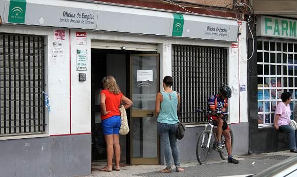 Andaluc a cierra junio con parados menos for Oficina de desempleo malaga